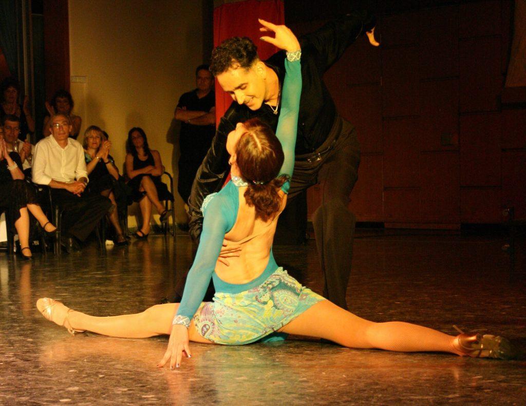 танцы поперечный шпагат